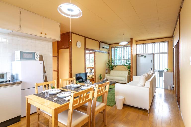 Entire renovated house,  Free Internet , 3 Parking, Uruma