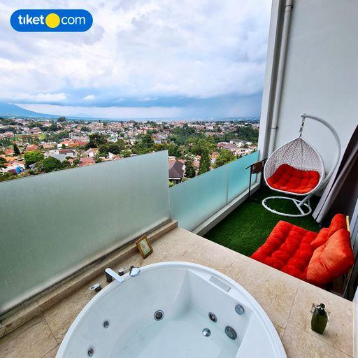 2BR Apartment Art Deco Sky Private Jacuzzi, Bandung
