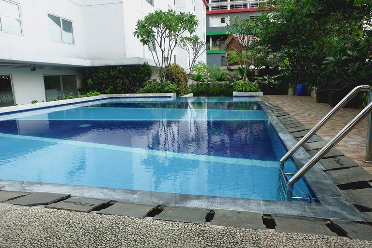 Comfortable 2BR Bassura City Apartment near Bassura Mall By Travelio, East Jakarta