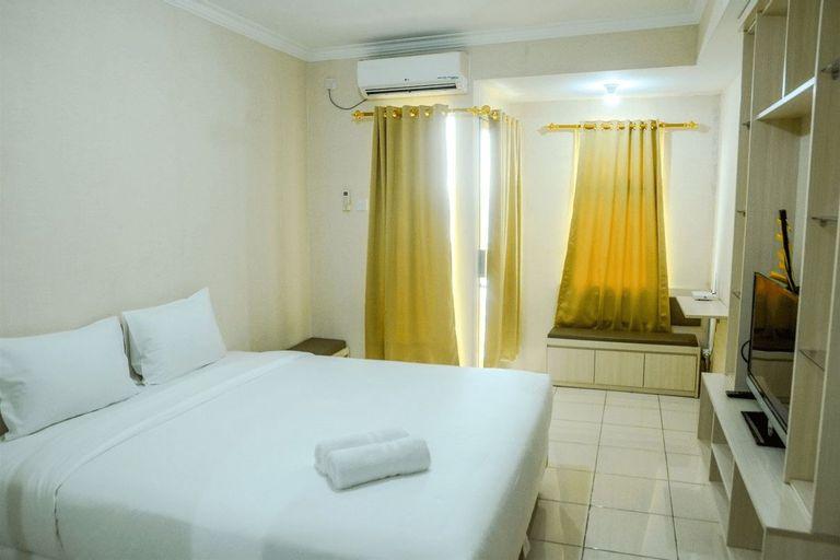 Minimalist Studio Room at Grand Serpong Apartment By Travelio, Tangerang