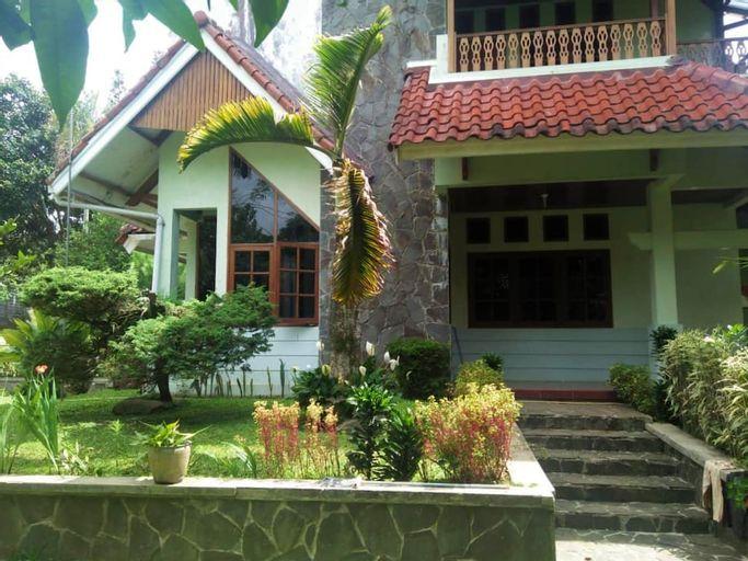 Tanamas Villa 4BR Near Taman Safari, Bogor