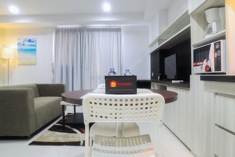 Azalea Suites Cikarang Studio Apartment with Bathtub By Travelio, Cikarang