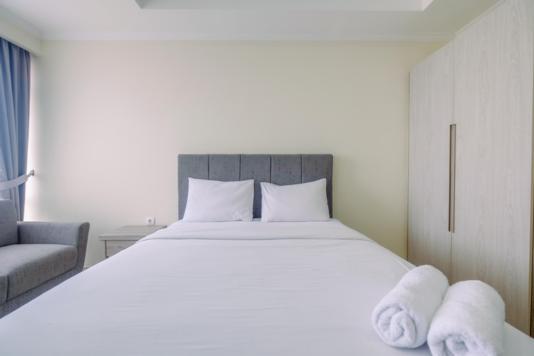 Warm and Cozy Studio Room at Menteng Park Apartment By Travelio, Central Jakarta
