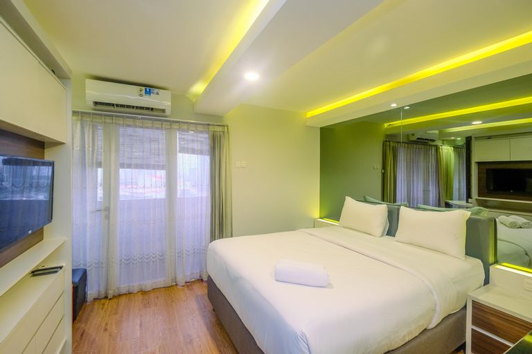 Elegant and Comfy Studio Amethyst Apartment By Travelio, Central Jakarta
