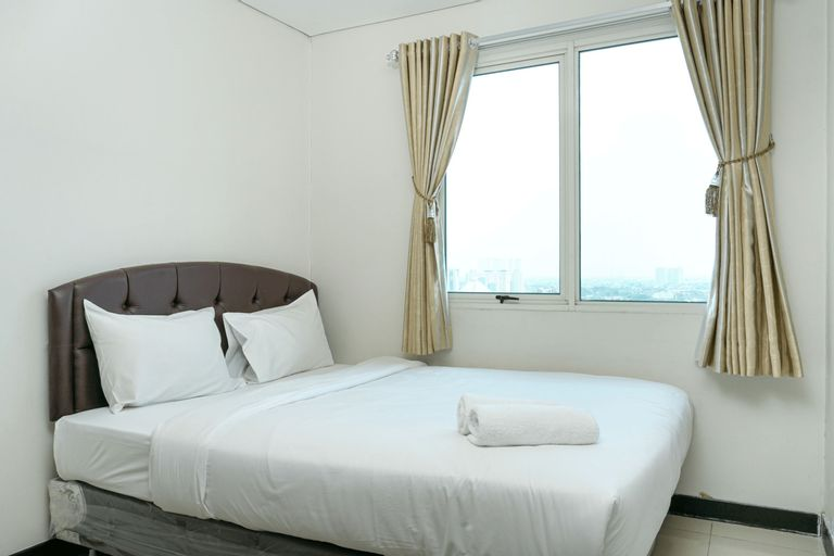 Comfortable 1BR @ Sky Terrace Apartment in Strategic Area By Travelio, West Jakarta