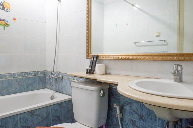 Spacious Classic 1BR Apartment at Taman Beverly By Travelio, Surabaya