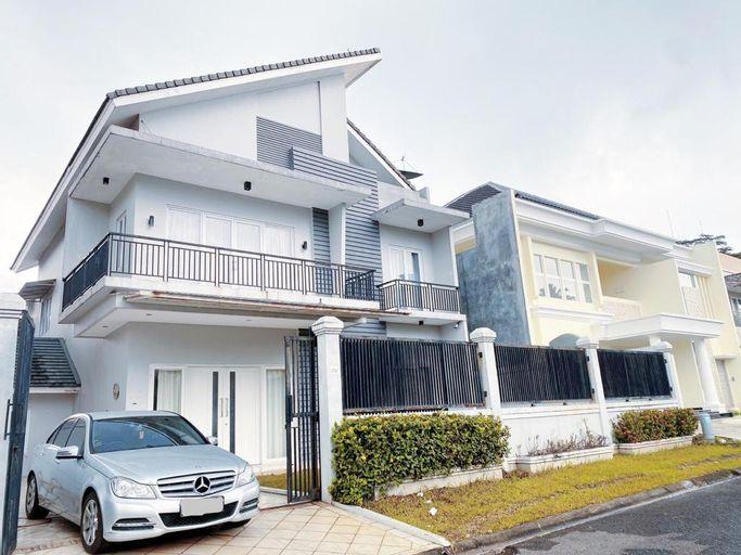 Luxury Stylish SKY CASTLE 6BR, BBQ, Kidspool, Breathtaking Rooftop, Bogor