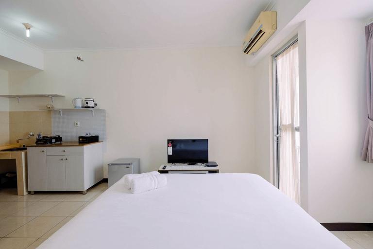 Simple Furnished Studio Apartment at Maple Park By Travelio, Jakarta Utara