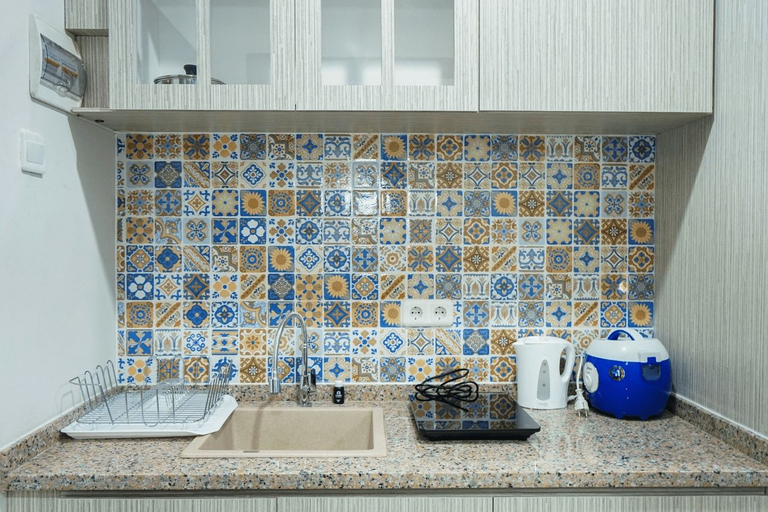 Modern Living 1BR @Atlanta Residences Apartment With City View By Travelio, Depok