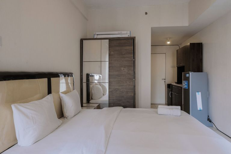 Simply Furnished Studio at Skylounge Tamansari Apartment By Travelio, Tangerang