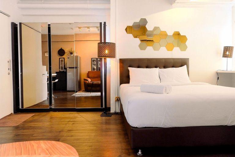 Large and Minimalist Studio at Pakubuwono Terrace Apartment By Travelio, Jakarta Selatan