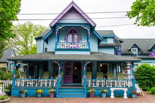 Narragansett House, Dukes