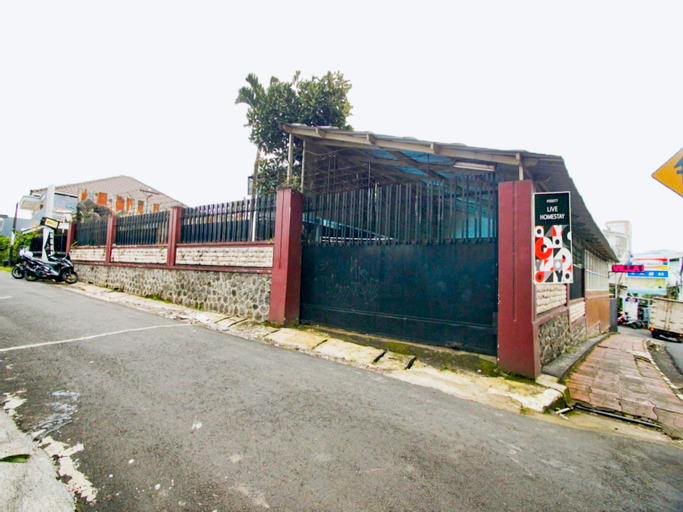 OYO 90077 Live Homestay, Malang