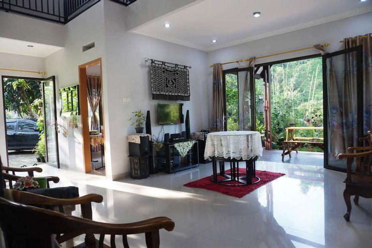 RiverSide Villa - Rumah Sawah Sentul, Bogor