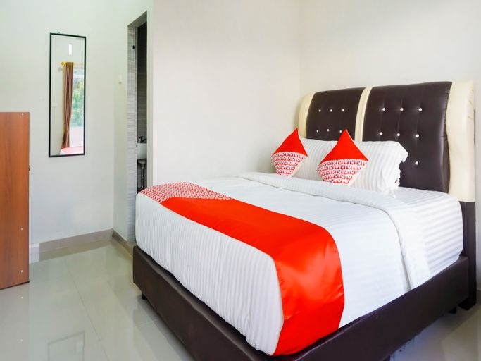 OYO 3215 Marina Hotel, Samosir