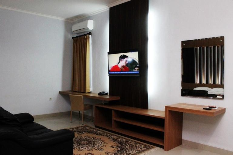 Dinasty Smart Hotel, Solo