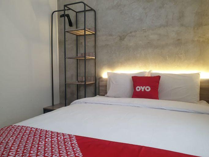 OYO 90215 Ada Residence, Karawang