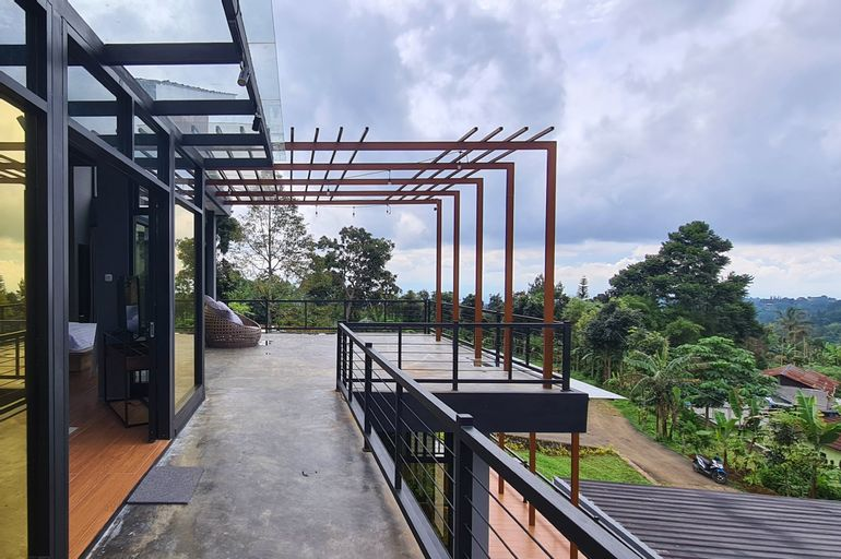 Villa D'owa with Private Infinity Pool and Spectacular Mountain View, Bogor