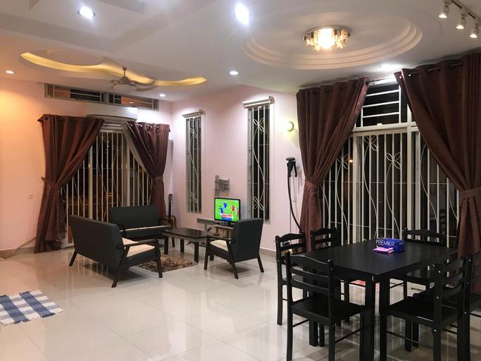 Luxury SemiD Homestay (3-Storey), Barat Daya