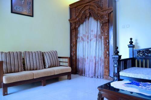 Rumah Kuning Bandung, Bandung