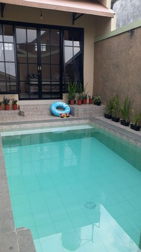 Omah Wilis: homestay with private pool in Batu, Malang