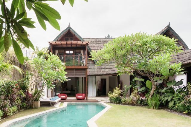 Captivating Poolside Villa Steps fromJimbaranBeach, Badung