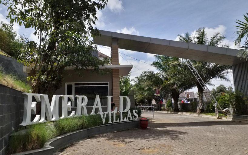Emerald Villas J7 Batu - 2 Bedroom by NAF, Malang