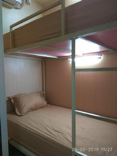 Batang Arau Homestay ( Sleep Box Room ), Padang