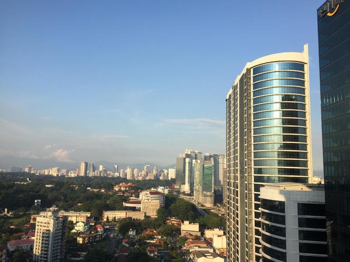 Modern High Floor, Great Views with a Jacuzzi, Kuala Lumpur