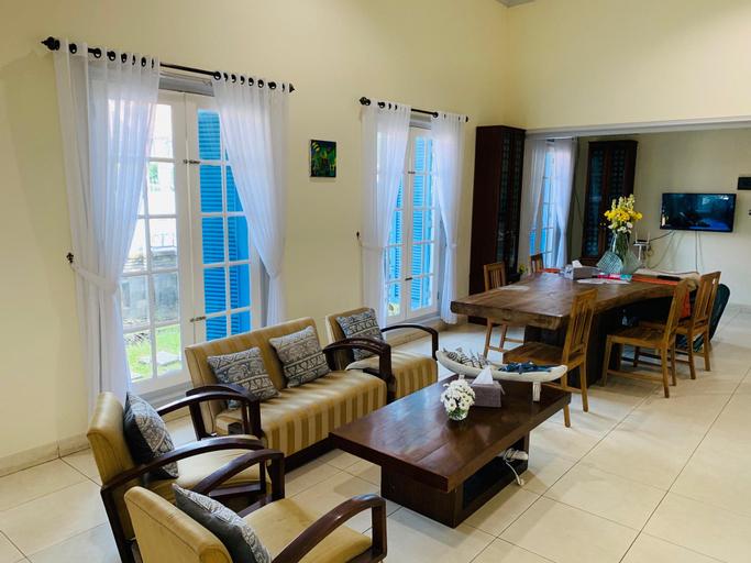 Full House at The Omah Alun Alun Kidul, Yogyakarta