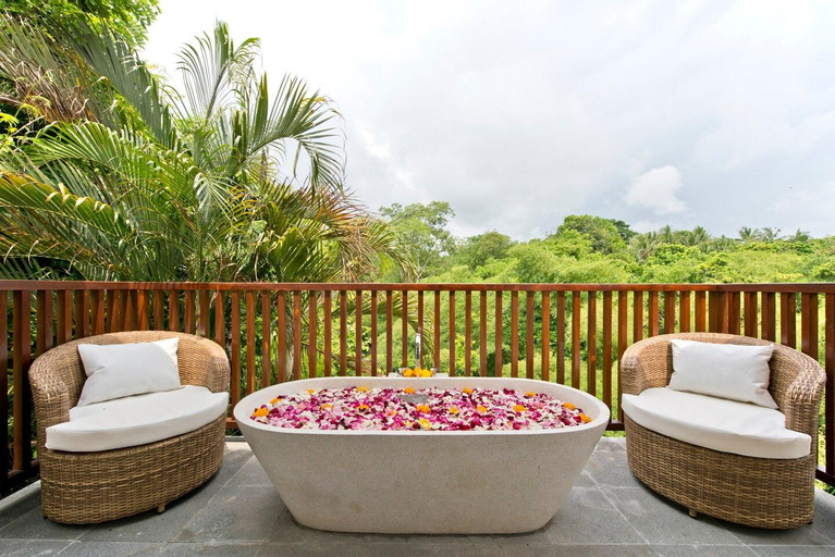 Chic, Open Living Tropical Villa ❤️Outdoor Tub, Tabanan