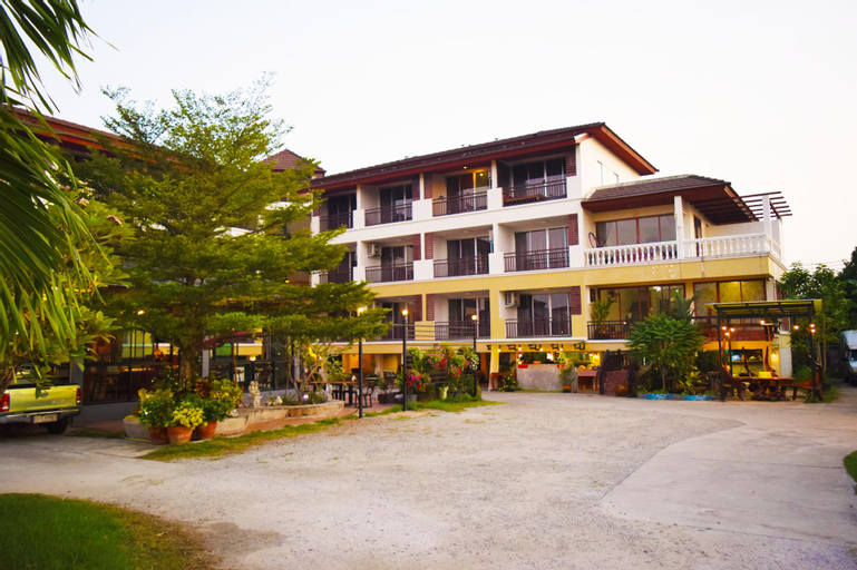 Nantharom Hotel and Restaurant, Plaeng Yao