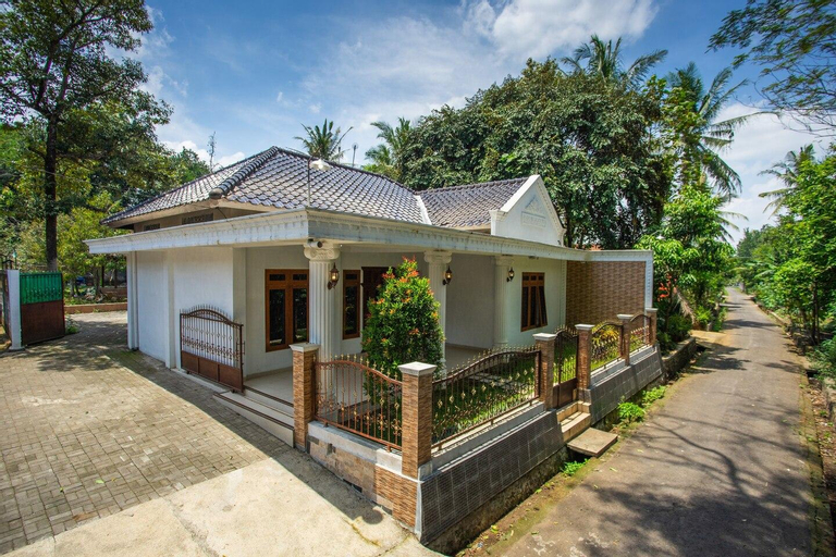 Omah Etam Villa, Magelang