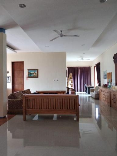 Villa Koi Emas (Salsabila Luxury Beach Villas), Sukabumi