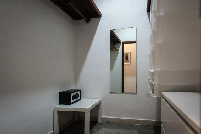 StarWars Naboo Large Private Room with Bathroom., West Jakarta