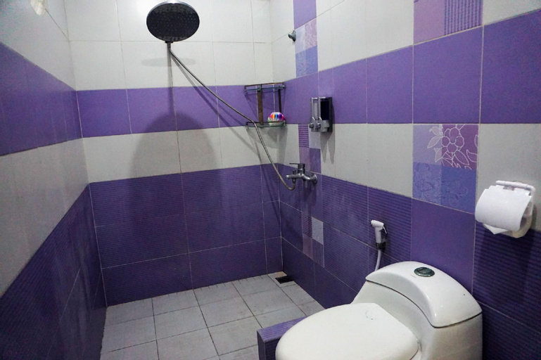 Free Wifi and Parking Deluxe Room Guest House, East Jakarta