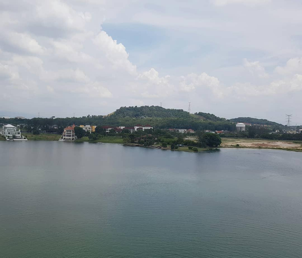 Heritage LakeView+ 100MBPs Wifi, TV & Pool, Kuala Lumpur