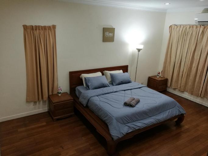 Large King Bed Master Room @SemiD House KL 1Utama, Kuala Lumpur