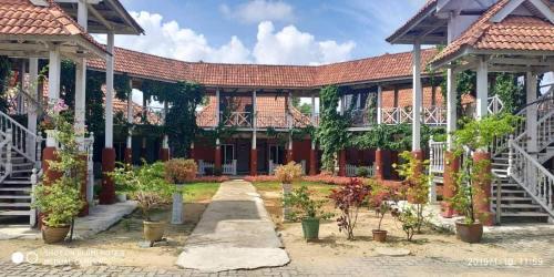 Iz Village, Besut
