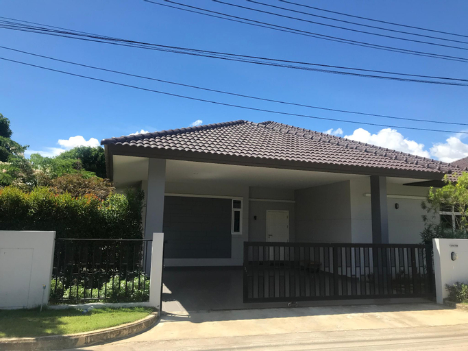 Luxious private swimming villa perfect for family, Bang Lamung