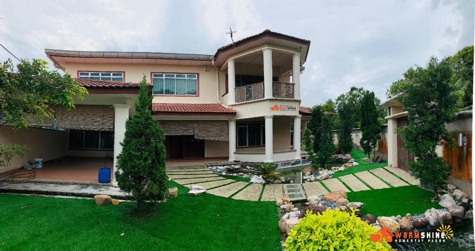 Warmshine Pagoh HomeStay (16 pax) , Muar
