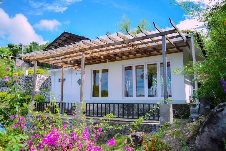 The Hawk's Nest Villa with Garden & Beach Front, Sabang