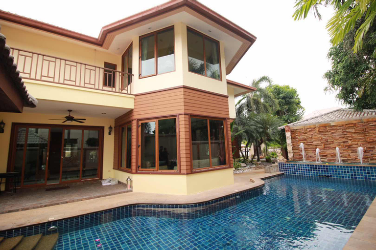 Pattaya Villa,Private Swimming Pool,CLose beach, Bang Lamung