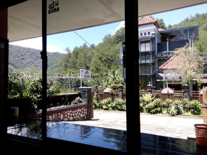 Villa pakpuh tawangmangu, Karanganyar
