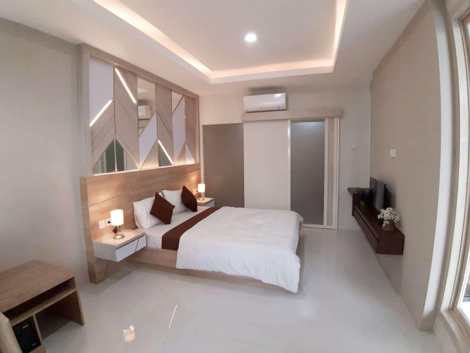 family 3bedroom direct pool access, Malang