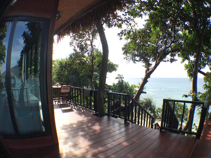 Beachfront Treehouse at private sunset beach, Muang Satun