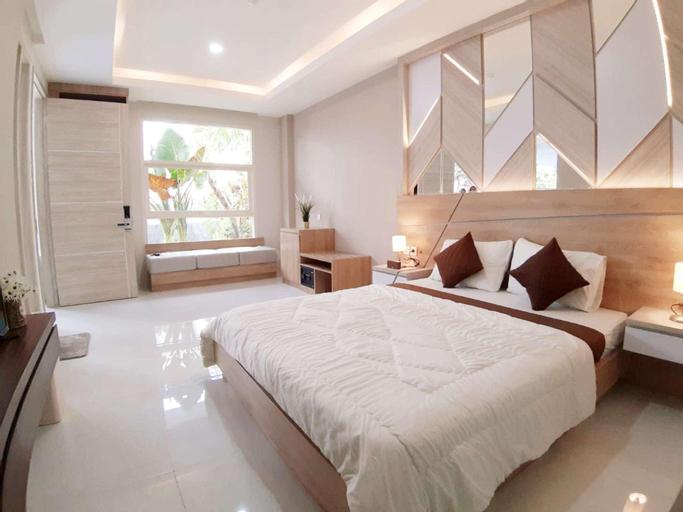 Family Three Bedrooms sharing pool, Malang