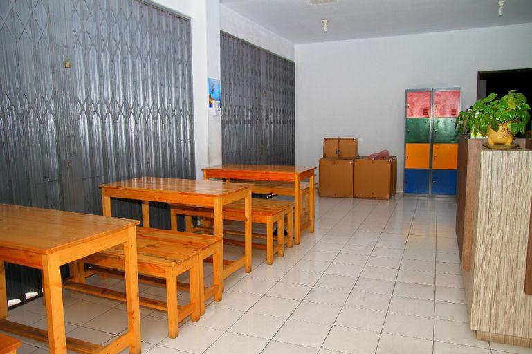 Hotel Mama Syariah at Ruko Kutajaya, Tangerang