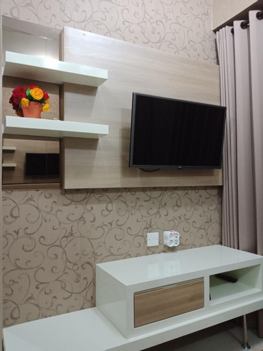 2 bedrooms apartment right above the supermall , Surabaya