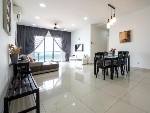 HighFloor & 2-Parking Spacious Home near R&F Mall, Johor Bahru